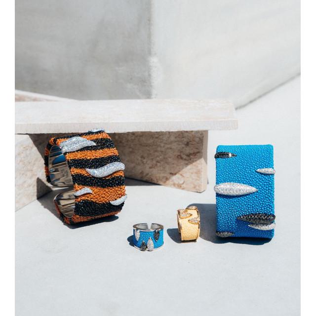 Стиль может рассказать о нас значительно больше, чем кажется. ⠀ Например, украшения #Stingray бренда #Schreiner буквально озвучивают намерение жить на полную громкость. ⠀ Блеск глаз — в бриллиантах. Внутренняя энергия — в золоте. Амбициозность — в оригинальной форме. ⠀ Кожа ската • Золото • Бриллианты ⠀ #NOBLESSE #NoblesseKiev