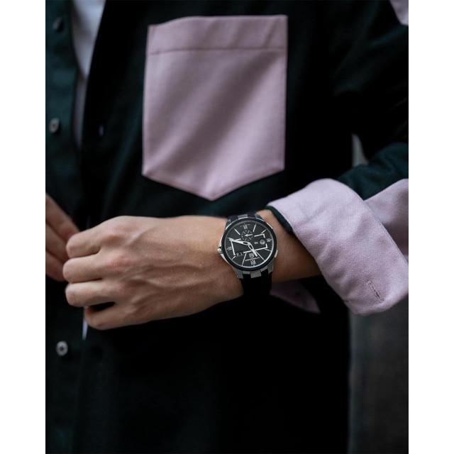 Море, которое всегда с тобой ⠀ Создание бренда Ulysse Nardin — это история о молодом парне, который в 23 решился открыть свое дело. Успех часовщику принесло изготовление знаменитых морских хронометров. Целое столетие компания создавала технологичные часы для торговых и военных кораблей. Морская тематика — лейтмотив всех коллекций бренда по сегодняшний день. ⠀ Оригинальный дизайн, точность хода, мировое признание. Часы Ulysse Nardin — напоминание о том, что все возможно. ⠀ #NOBLESSE #NoblesseKiev #UlysseNardin #DualTime